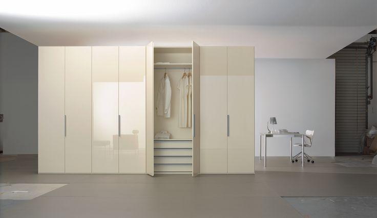 Beautiful modern closet design, featuring Niemann high gloss Ivory!