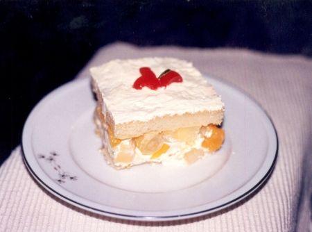 Receita de Pavê de Salada de Frutas - biscoito champagne, cereja em conserva, salada de frutas em calda, manteiga, açúcar , gema de ovo, licor de cassis, iogurte natural,