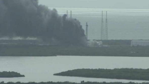 Explosion sur la rampe de lancement dune fusée de SpaceX en Floride http://vdn.lv/cQ6K2f