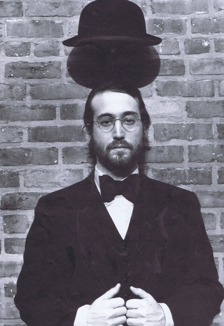 Sean Lennon looks like a Chassidic Jew. Lol