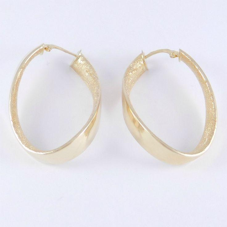 Sárga arany mattírozott csavart karika fülbevaló    Súly: 4,0 g    Hossz: 3,5 cm    Sárga arany női mattírozott csavart karika fülbevaló, fényes külső résszel