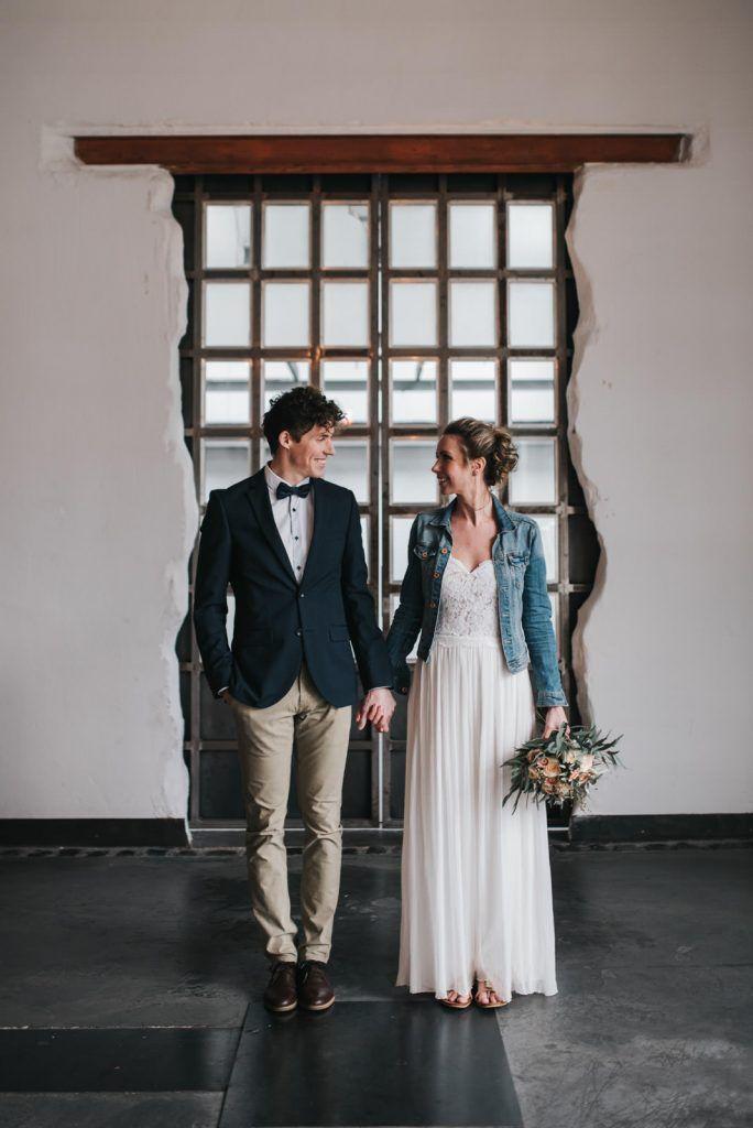 Ideen Fur Eine Urbane Hochzeit In Der Alten Tuchfabrik Hochzeitsblog The Little Wedding Corner Hochzeit Brautjungfernkleid Hochzeitskleid Elegant