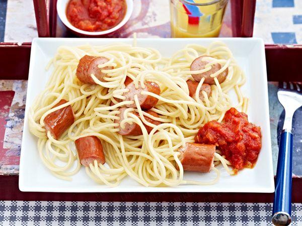 die besten 25 wurstspaghetti ideen auf pinterest wurst und paprika nudeln pasta mit. Black Bedroom Furniture Sets. Home Design Ideas