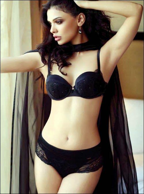 mona lisa pakistani actress naked - Sara Loren (born: December Kuwait City, Kuwait) is a Pakistani actress and  model. Loren made her film debut in the 2010 Pooja Bhatt's romantic  thriller film ...