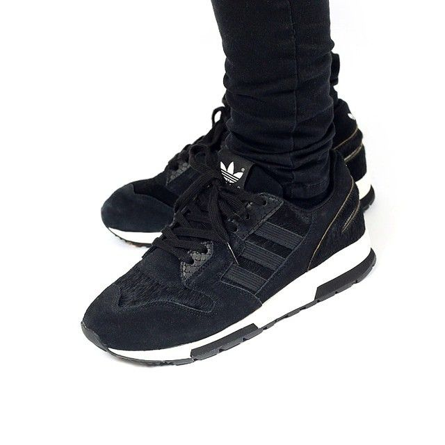 adidas ZX 420 (core black/core black/off-white) with Pony