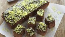 Oppskrift på saftig sjokoladekake / langpannekake / kvikklunsjkake
