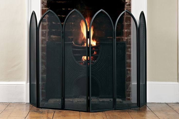 The Marlowe Four Screen #Fireguard is an essential for keeping those sparks at bay.