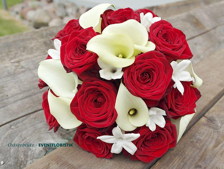 Brautstrauß rot weiß mit Calla und Rosen www.ostseebluete.de