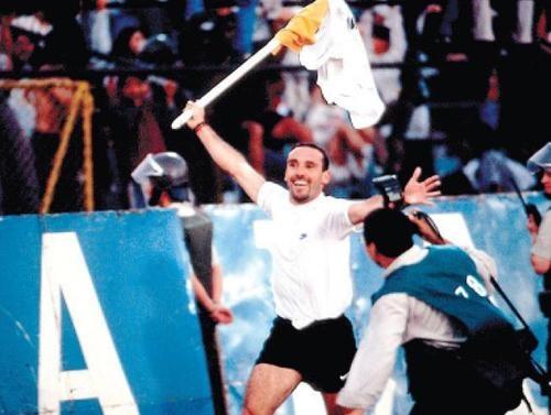 """Marcelo """"cabezón"""" Espina, gran capitán albo, celebración de gol contra las madres"""