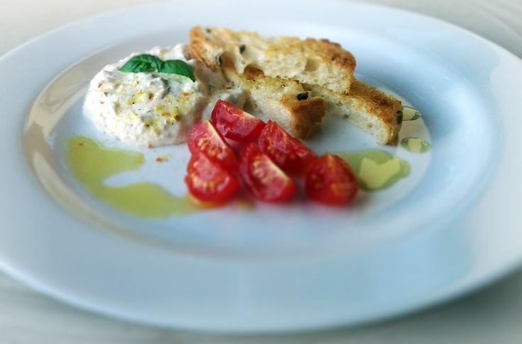 Cheese salad, ciabatta e pomodoro
