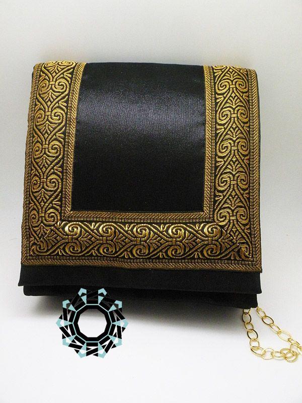 An evening handbag with a gold frame / Wieczorowa torebka ze złotą ramą by Tender December, Alina Tyro-Niezgoda. More / Więcej:  http://tenderdecember.eu/an-evening-handbag-with-a-gold-frame-wieczorowa-torebka-ze-zlota-rama/ To buy/Aby kupić: http://tenderdecember.eu/shop/produkt/golden-frame-evening-bag-wieczorowa-torebka-ze-zlota-rama/