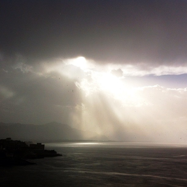 "@valeria_di_matteo's photo: ""#crepuscular #rays my husband captured in this #amazing #shot 