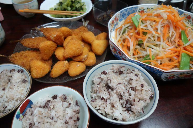 今日の織屋の賄いは、鯵のフライ、カマンベールフライでございました。今日は15日!いつも失念してしまっているのですがお赤飯を炊きました。1日と15日は京都の商家はお赤飯を頂く日でございます。 #lunch #lunchtimeview #マカナイ飯 #まかない #昼ごはん