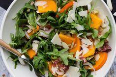 РЕЦЕПТЫ: Зимние полезные салаты с хурмой — с миндалём и пармезаном