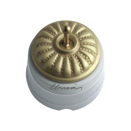Comprar | Conmutador porcelana tapa y palanca grabado satín | Interruptores porcelana superficie #iluminacion #decoracion #accesorioslamparas #lamparas #handmade #vintage #interruptoresporcelana