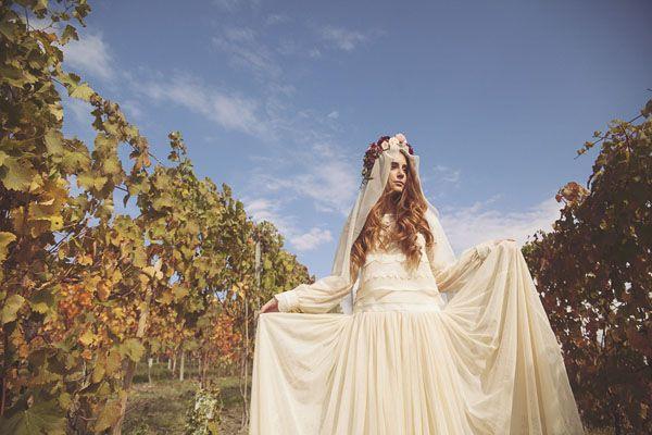 Datemi un velo sotto la corona di fiori *.* Inspiration: Un matrimonio bohémien in vigna | Wedding Wonderland