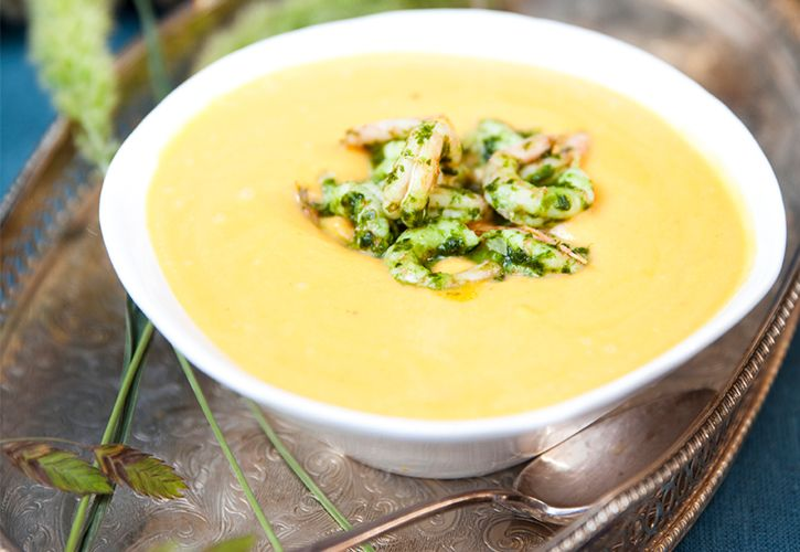En len soppa som får en extra skjuts i smaken av ramslöksräkor! Vill man ha den helt vegetarisk kan man utesluta räkorna och bara göra en ramslöksolja att ringla i soppan. Soppan serveras med fördel tillsammans med ett friskt vitt vin. Om ramslöken inte växer…