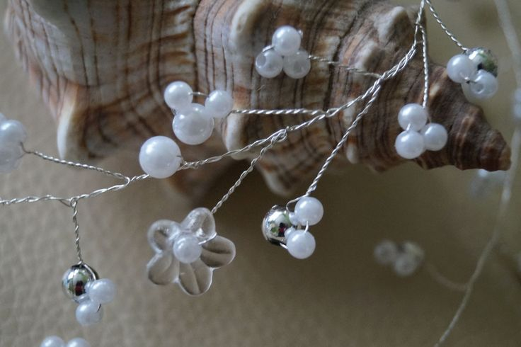 Girlanda ozdoba ozdoby do włosów 80 cm kryształki pięknie mieniące się w słońcu czy świetle i perełki różnej wielkości . Długość dowolna na zamówienie :) Wedding
