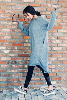 Today's Hot Pick :アンバランスロングBIGワンピース http://fashionstylep.com/SFSELFAA0006339/aurajjp/out とことんルーズなシルエットがツボ★ 魅力満点のワンピースアイテムです。 無地の生地に長い丈目が大人な印象を与えてくれます。 レイヤードスタイリングにも◎ 単品使いで、フェミカジ系に着こなすのも◎
