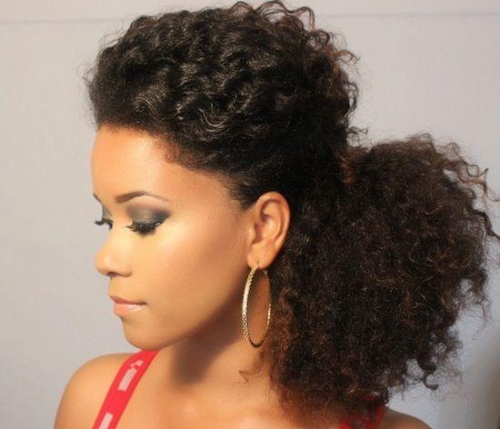 Coda laterale per capelli ricci – Tutorial con immagini