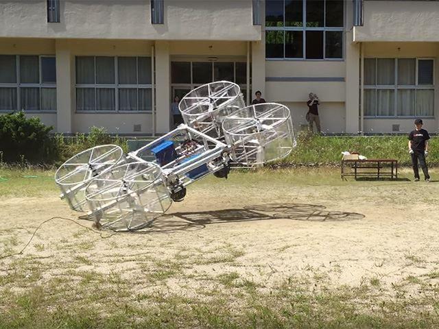 Летающий автомобиль Toyota упал во время первого показа
