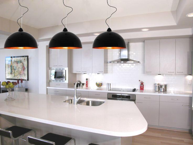 Lampy Hemisphere Black Nowodvorski stanowią idealne rozwiązanie dla oświetlenia np.: wyspy kuchennej. Ładnie się prezentują i doskonale sprawdzają się w praktyce.