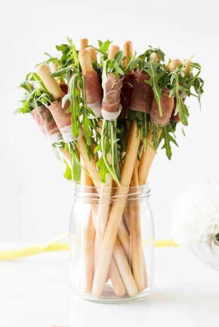 Kaastengels, rucola en Parmaham:  Leuk en lekker snack voor een feest! .
