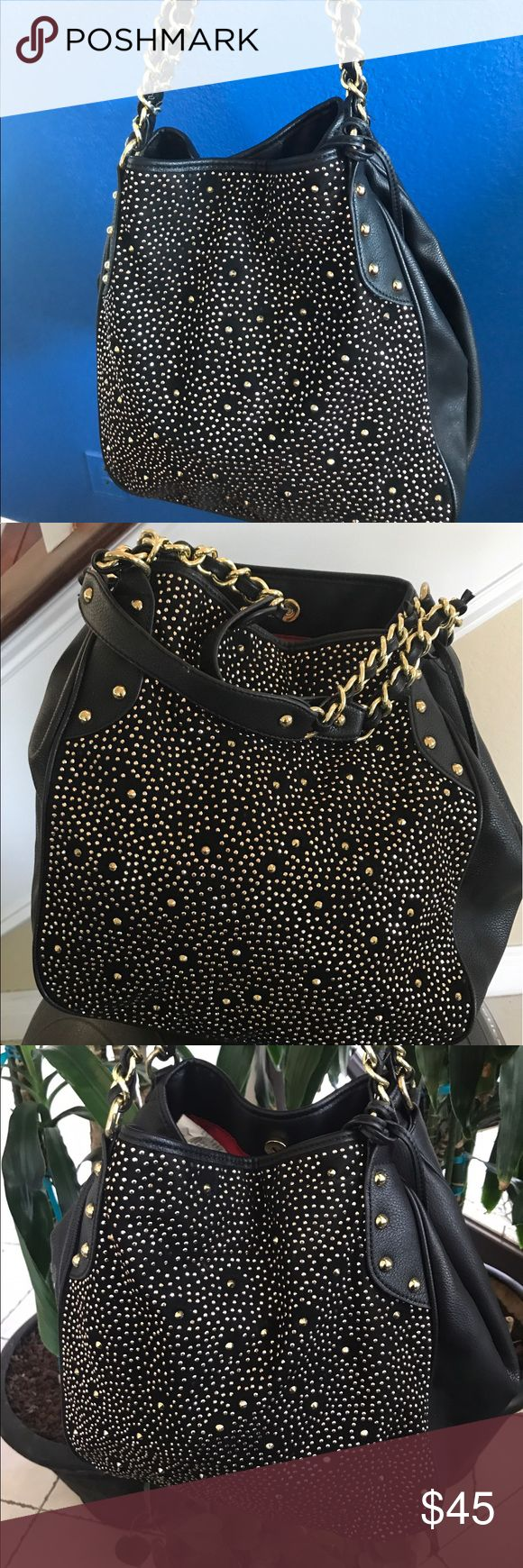 Carlos Santana Handbag. Shoulder Bag Beautiful Black and Gold Handbag Shoulder Bag  Bling Bag Red interior  Gold straps chain straps  Lager Bag  Excellent condition Thank you for visiting my shop  Please  check my other items. Carlos Santana Bags Shoulder Bags