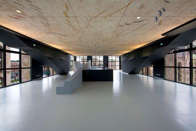 """Il """"soffitto spaziale"""" di Fontana: tracce d'Isola d'Elba al Museo del '900 a Milano"""