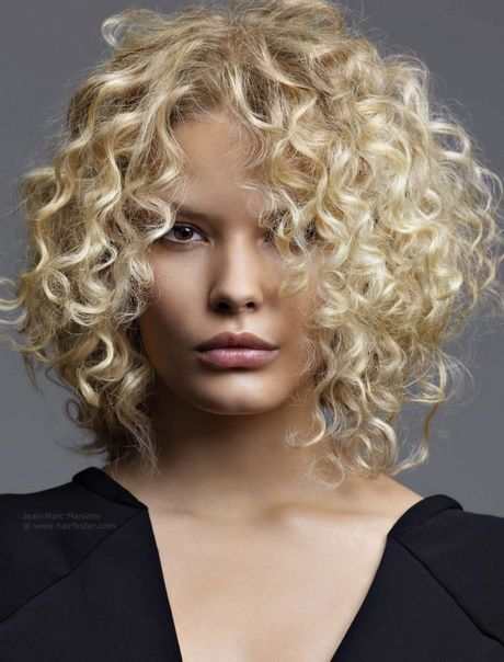 Kurzhaarfrisur locken blond