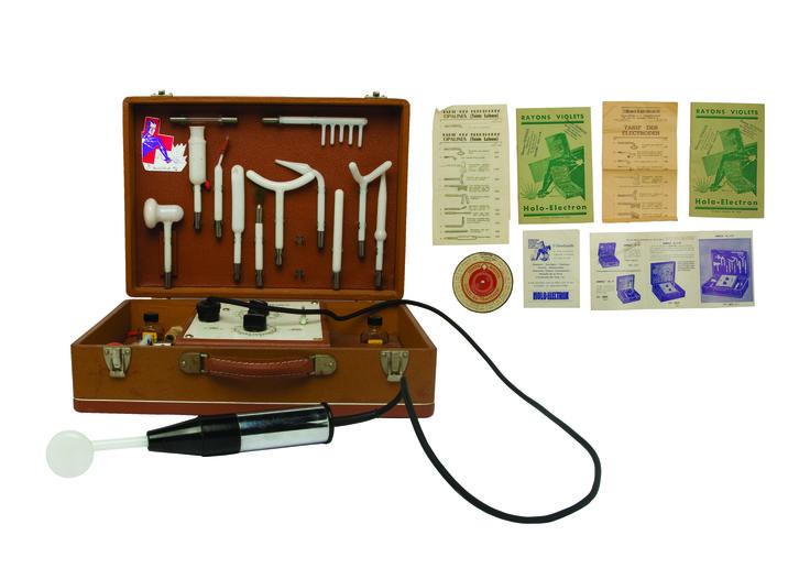 1950 - Une valise de vibro-massages pour femme, collection privée © Solo-Mâtine