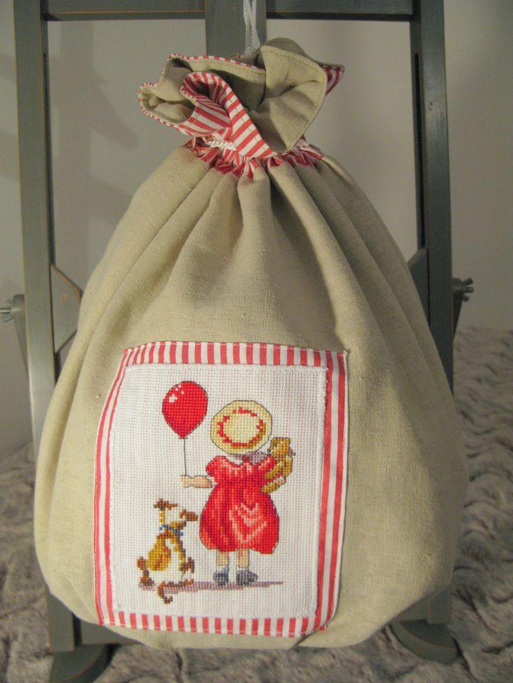 pochon en lin naturel la petite fille au ballon rouge autres sacs par pour