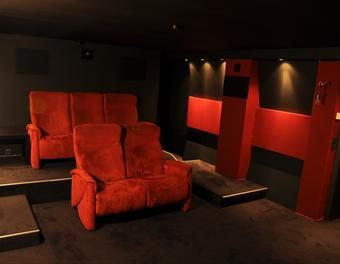 1000 ideen zu heimkino auf pinterest kinosaal filmzimmer und heimkino raum. Black Bedroom Furniture Sets. Home Design Ideas