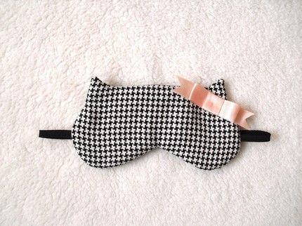eye mask. yes. I need to make one of these