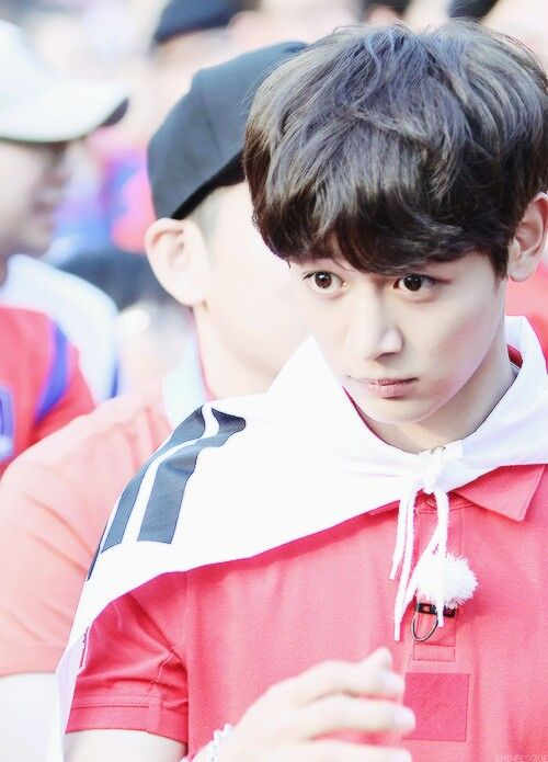 Oh my goodness! The cutest puppy eyes from SHINee's Minho!!!