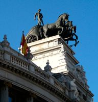 De paseo por Madrid: Las estatuas del cielo de Madrid