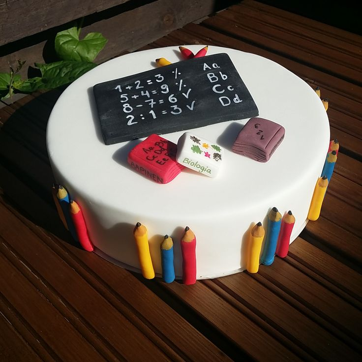 Koulukakku / Schoolcake http://confetinreseptit.blogspot.fi/2015/08/koulut-alkaa-koulukakku.html?utm_source=Pinterest&utm_medium=Wallpost&utm_content=koulukakku&utm_campaign=PIN-2015
