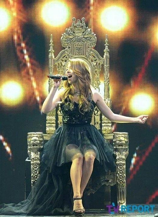 Ailee- yes, a throne is def perfect for her huehue