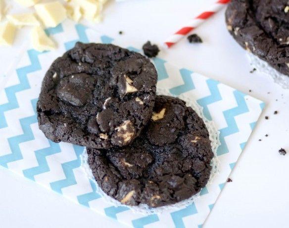 Homemade Domino Cookies (like Great American Cookie Company)