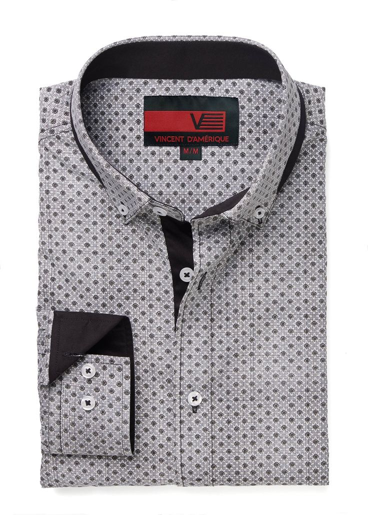 Chemise avec imprimé à motif de cristaux intégral procurant un style unique Insertion au col et sous la patte de boutonnage Confection supérieure Exclusivité Vincent D'Amérique.