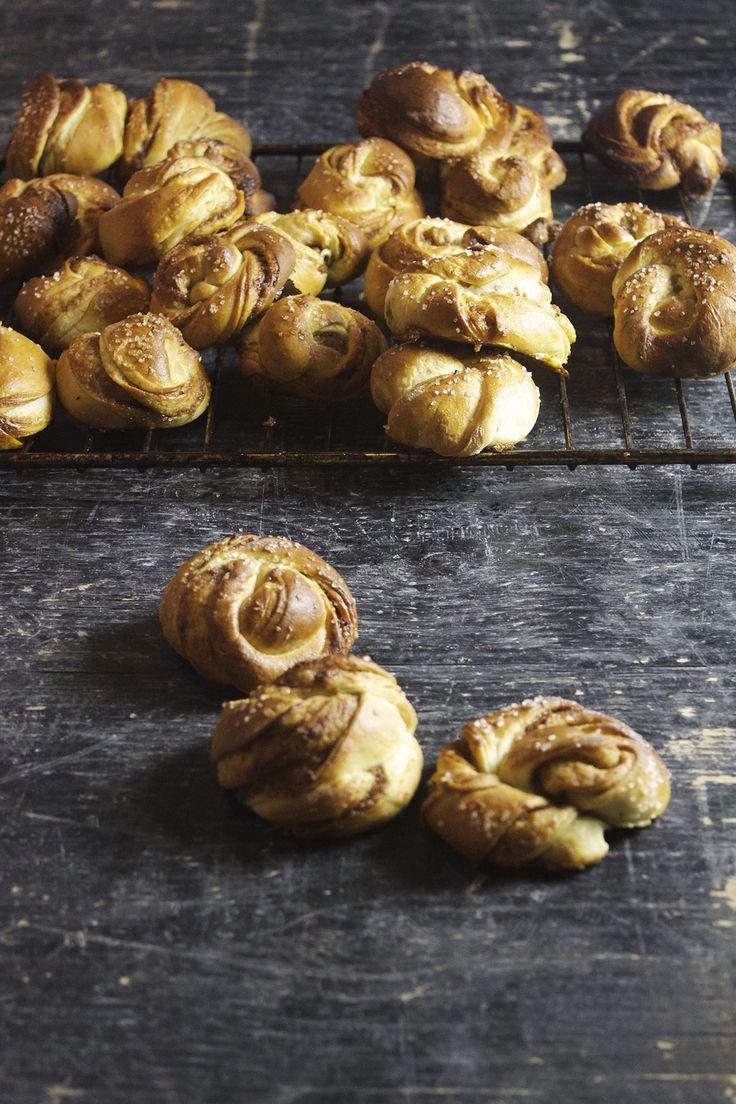 Kanelsnurrer med dadler // Cinnamon buns with dates