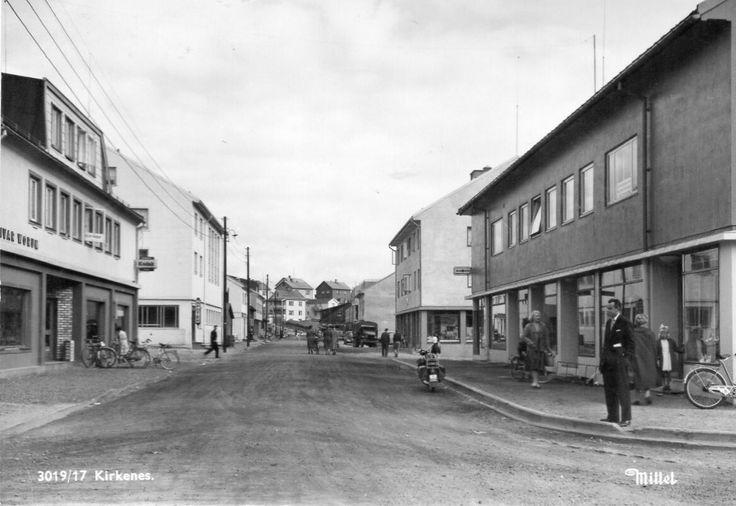 Finnmark fylke Sør-Varanger kommune KIRKENES. GATEMOTIV 1950-tallet utg Mittet