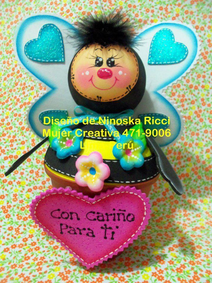 abejita modelo de los moldes su creadora figura es Ninoska Ricci