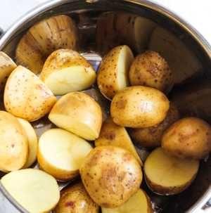 Nagyanyáink 100 éves trükkje: ezért főzd a krumplit cukorral