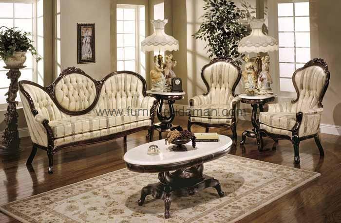 Jual Set Kursi Tamu Sofa Ukiran Mewah - Merupakan Salah Satu Produk Kursi Tamu Sofa Yang memiliki kesan mewah dan klasik karena perpaduan ukiran yang menawa