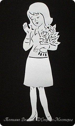 День весенний, Суетливый, День весёлый И красивый — Это мамин день. День торжественный, Парадный, День подарочный, Наградный — Это мамин день! День взволнованный, Прилежный, День цветочный, Добрый, нежный — Это мамин день!  (Михаил Садовский)  Для праздничного оформления окон вырезала портреты мам. Использовала рисунки из детских раскрасок... фото 4