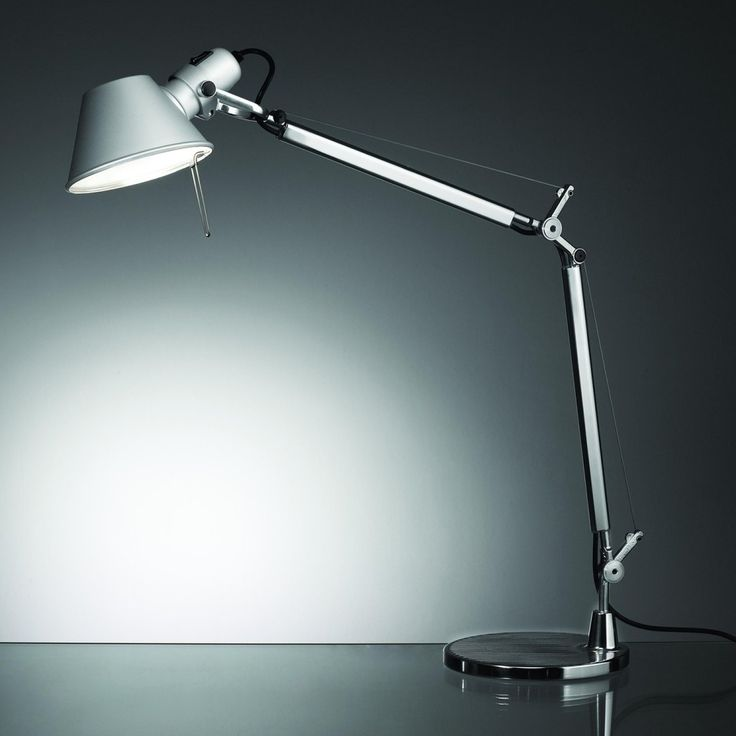 The tolomeo desk lamp was designed in 1986 by michele de lucchi pictured right in collaboration with giancarlo fassina for the italian lighting company