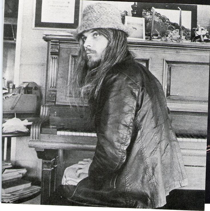 A young and beautiful Leon Russell- I got to see him perform a year ago on Halloween...what an incredilble man, talent and life