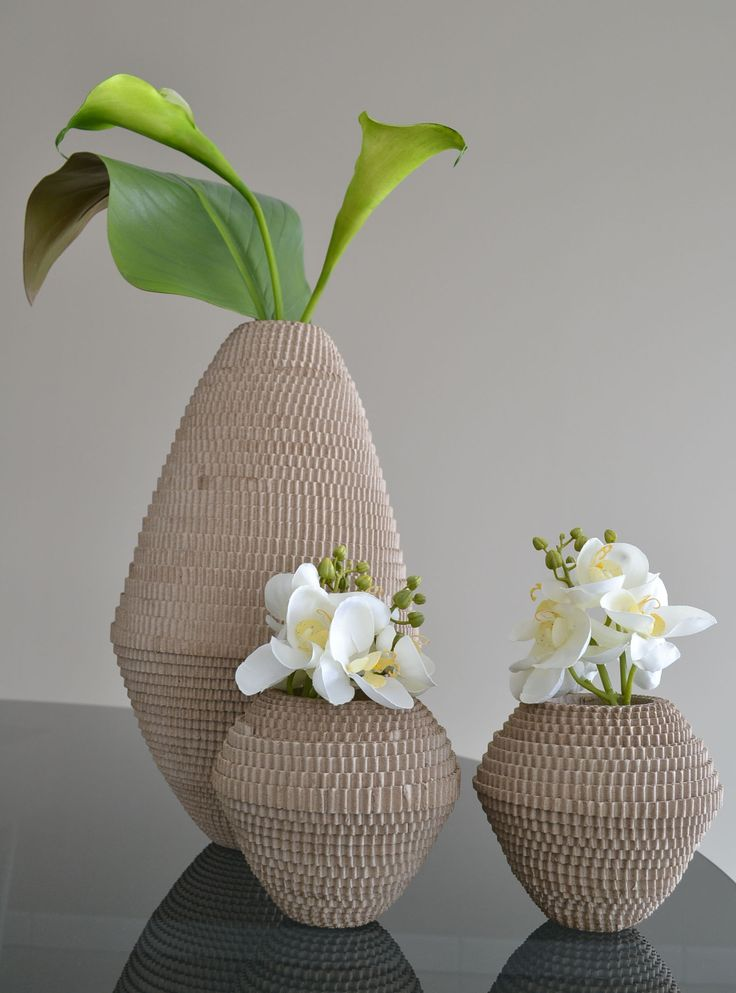 jolis vases en carton ondul avec fleurs artificielles haut de gamme pinterest. Black Bedroom Furniture Sets. Home Design Ideas