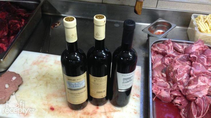 Hovězí líčka na červeném víně s cipolinami